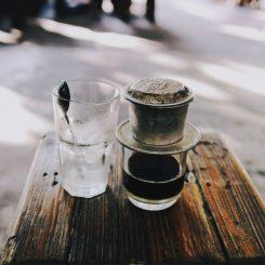 VĂN HOÁ CÀ PHÊ VIỆT TRONG CÁI NHÌN CỦA NGƯỜI PHƯƠNG TÂY – HOW TO MAKE VIETNAMESE COFFEE