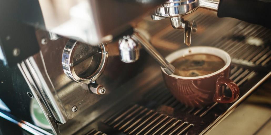 Máy pha cà phê góp phần tạo hình ảnh cho quán café