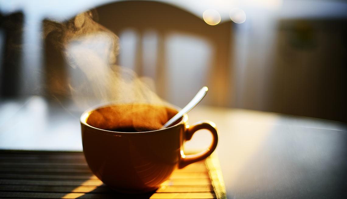 Uống cà phê vào buổi sáng (9h30 - 11h30)