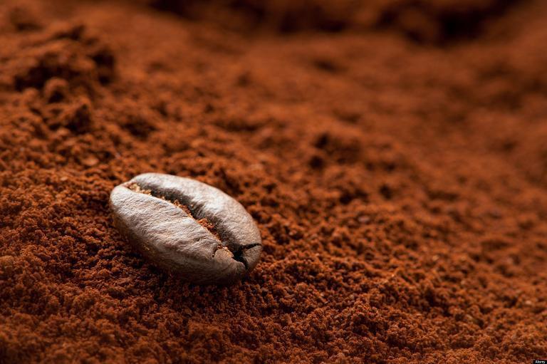 Bột của cà phê rang mộc có độ tơi xốp , không vón cục